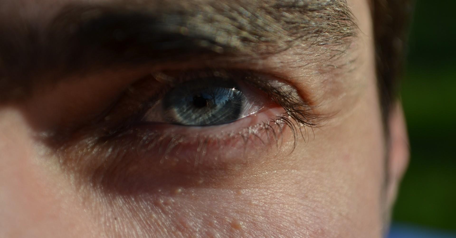Un occhio post operazione