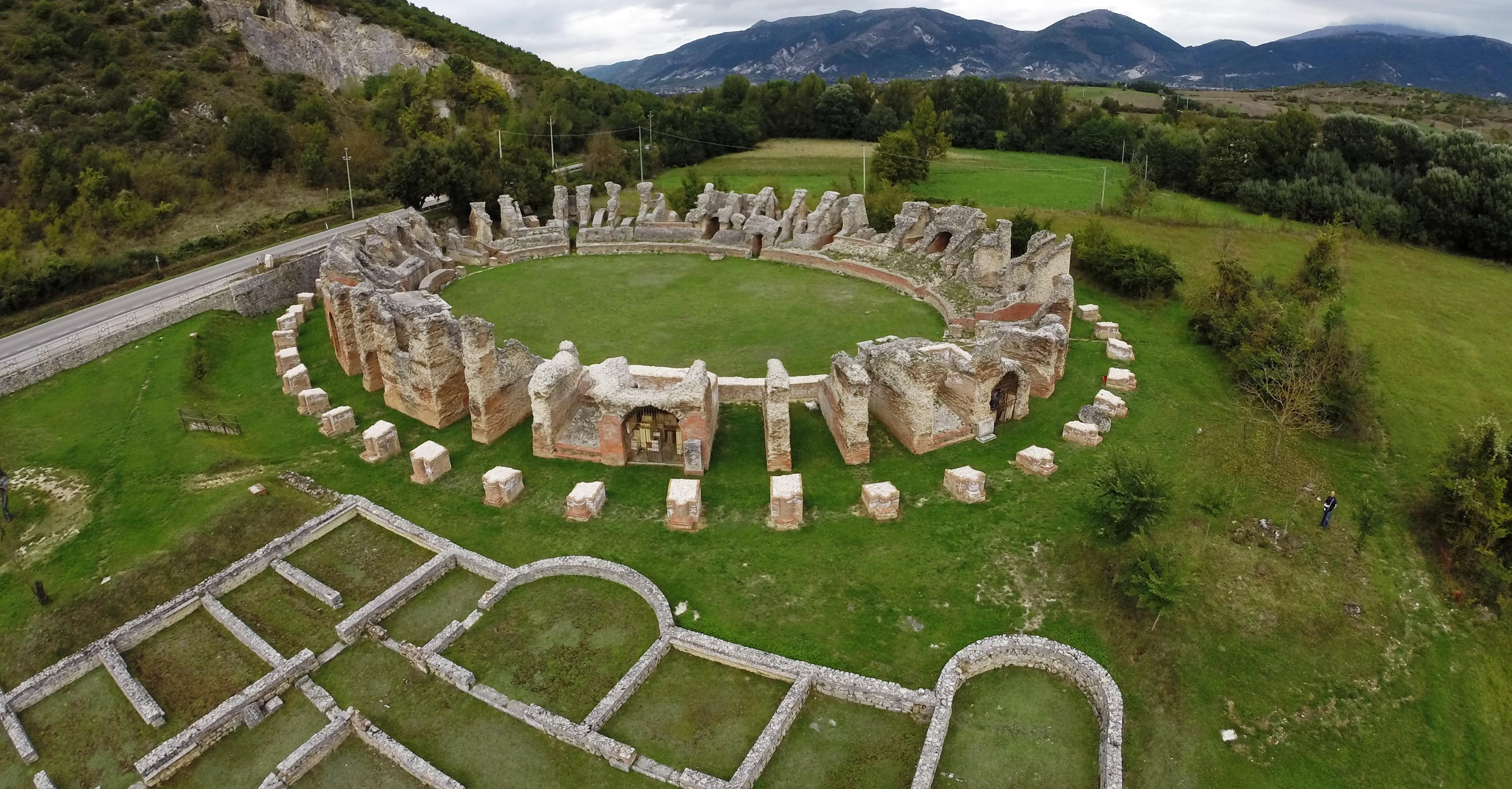Anfiteatro Amiternum