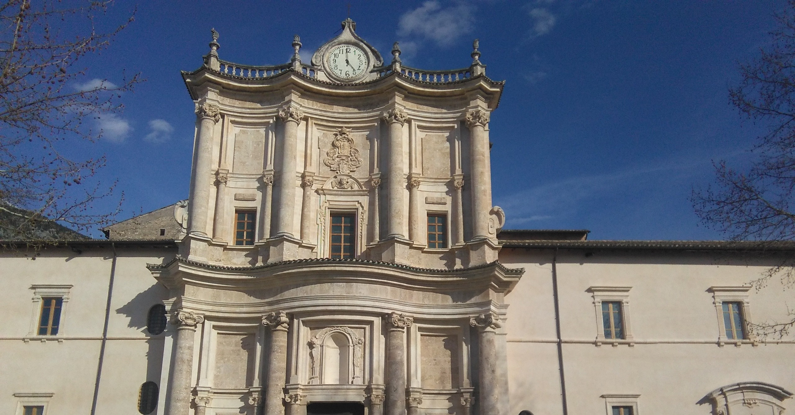Facciata chiesa ingresso