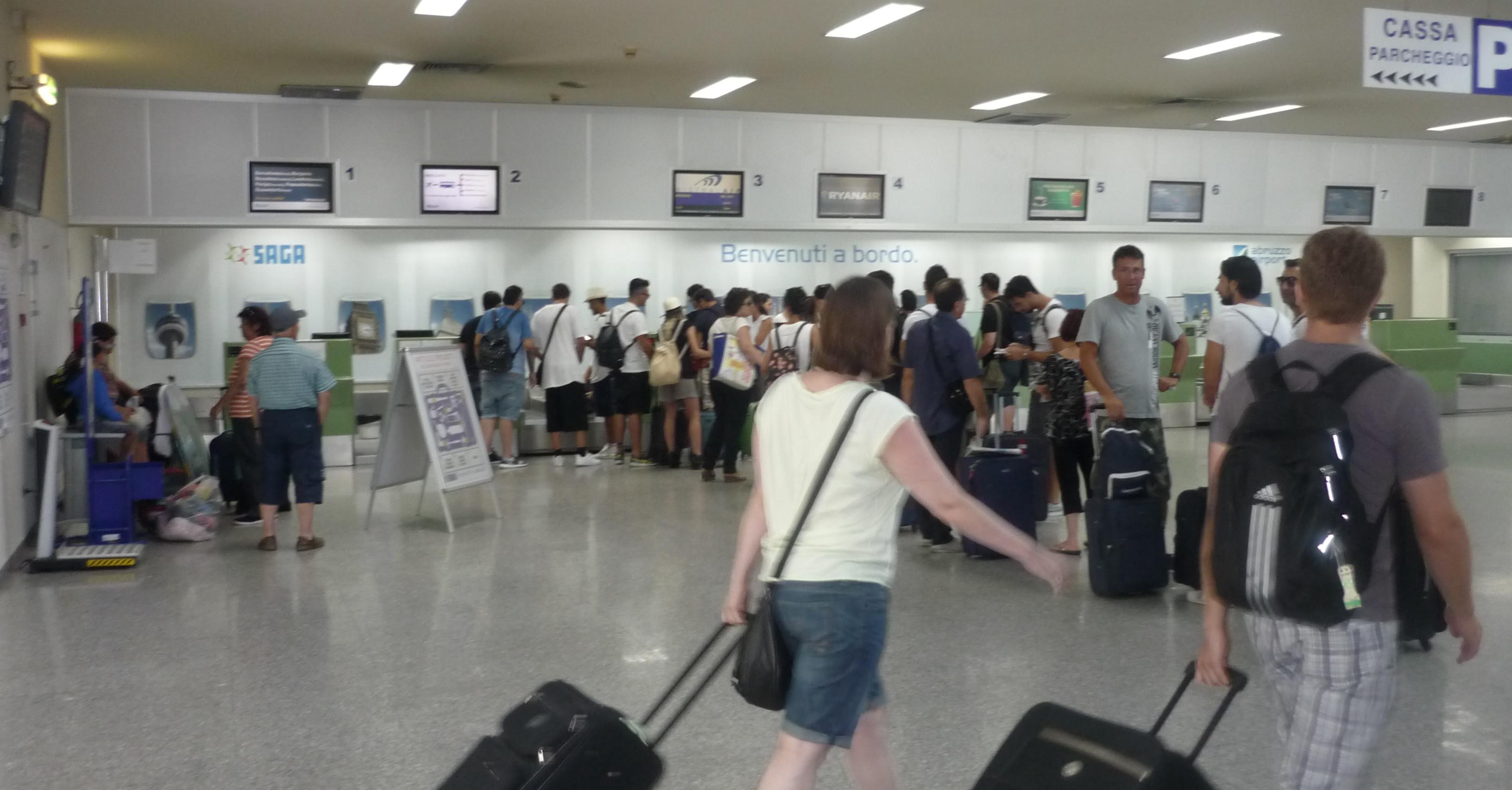 Passeggeri all'aeroporto d'Abruzzo