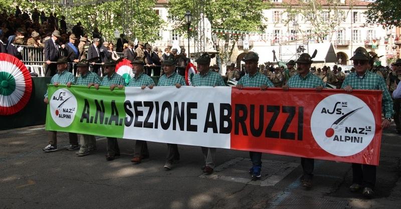 Asti 2016. Sfilata Alpini Abruzzo