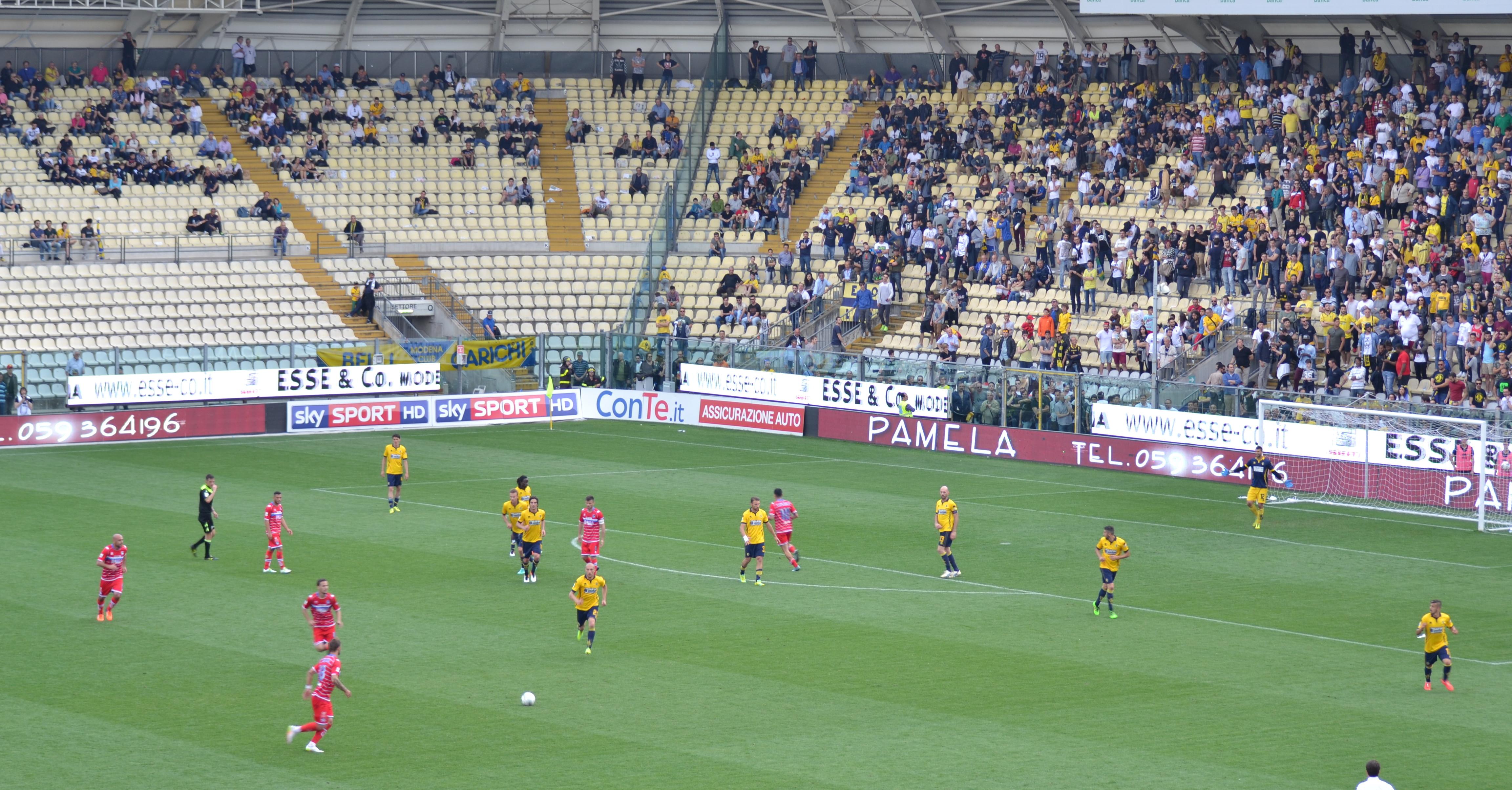 Un momento della partita Modena - Pescara