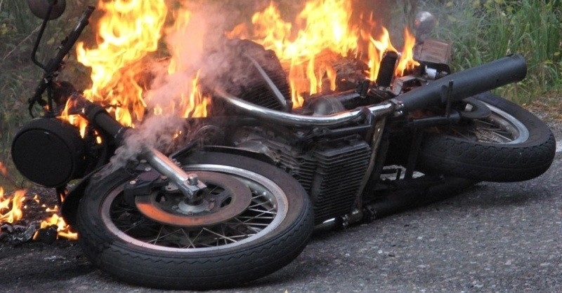 Moto in fiamme