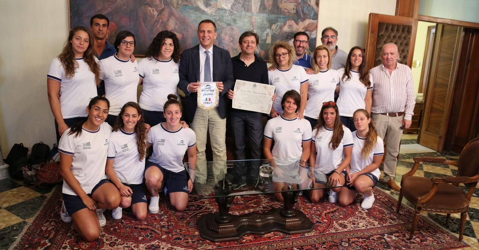 Alessandrini incontra le ragazze della pallanuoto
