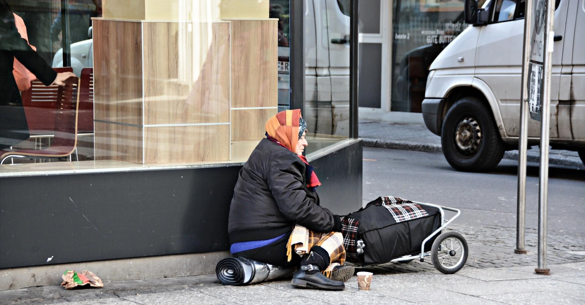 vasi-comunicanti-rapporto-poverta