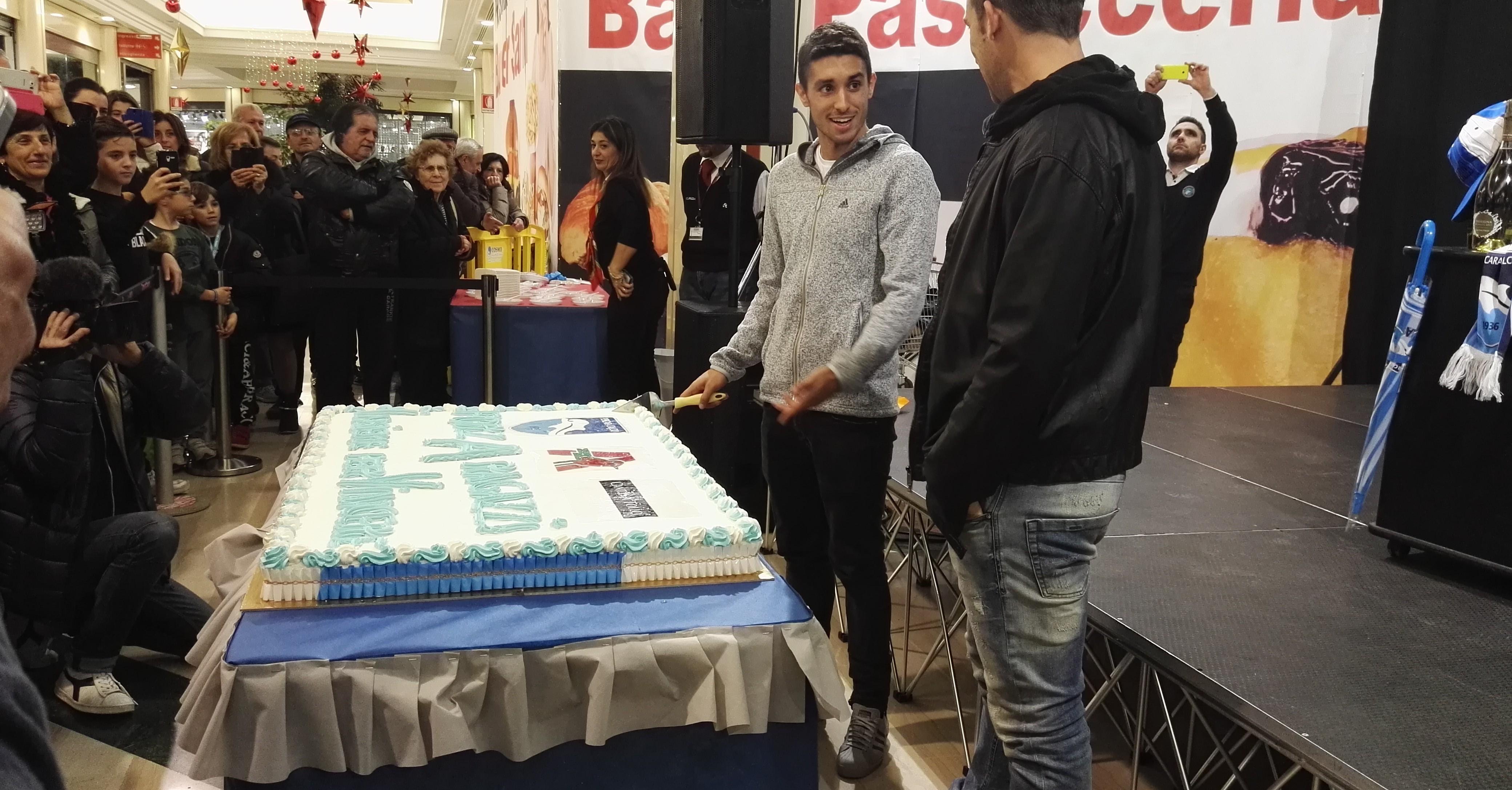 Brugman-e-Campagnaro-mentre-tagliano-la-torta
