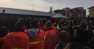 La folla ai funerali dei soccorritori del 118