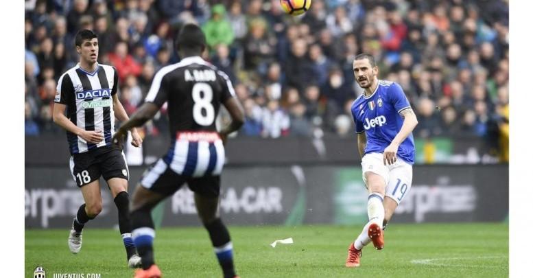 Bonucci contrastato da un giocatore dell'Udinese