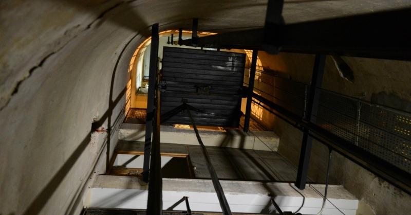 Roma, crolla ascensore. Tre feriti gravi